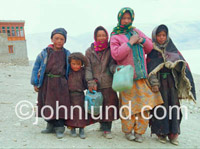 Picture of refugee children in the freezing Himalayas.  They seem immune to the bitter cold of the Himilayan winter.
